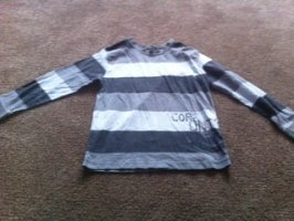 Boy long sleeve top aged 5-6